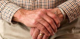 Los enfermos de párkinson con depresión e hipertensión arterial.