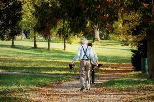 El ejercicio ayuda a las personas mayores ha mejorar la memoria.