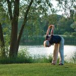 Los estiramientos y el ejercicio físico fortalecen la musculatura en personas mayores